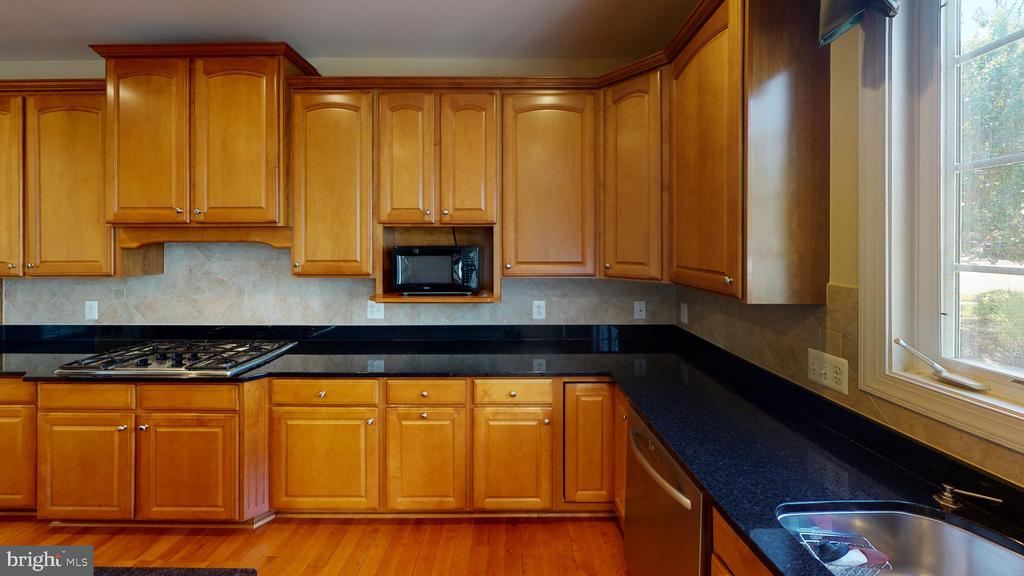 Plenty of counter top space - 1410 MACFREE CT, ODENTON