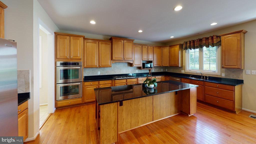 Kitchen with center island - 1410 MACFREE CT, ODENTON