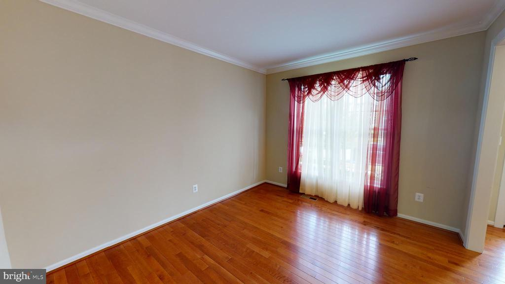 Front living room - 1410 MACFREE CT, ODENTON