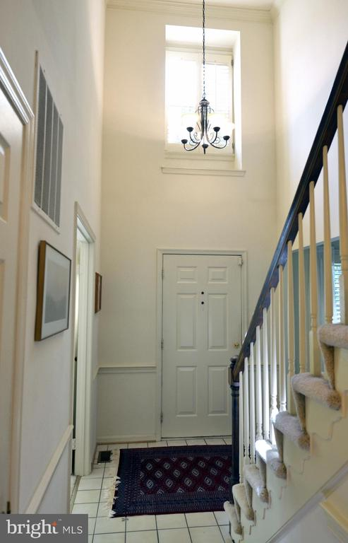 Soaring, 2-Story Foyer - 14504 S HILLS CT, CENTREVILLE