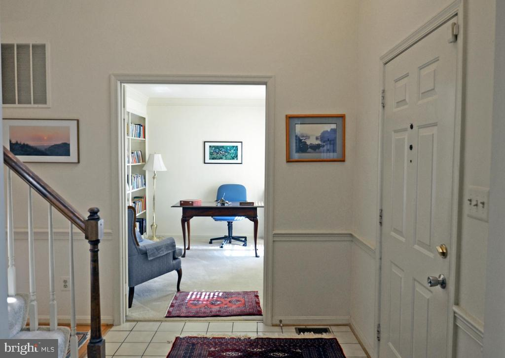 Private Study off Foyer - 14504 S HILLS CT, CENTREVILLE