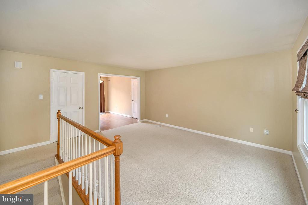 Family room into kitchen - 13 THORNBERRY LN, STAFFORD