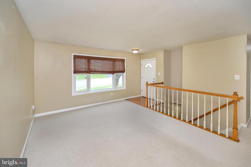 Front door to family room - 13 THORNBERRY LN, STAFFORD