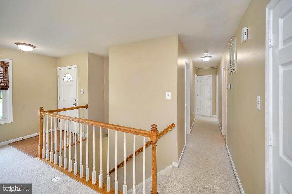 Hallway to main level bedrooms - 13 THORNBERRY LN, STAFFORD