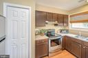 Kitchen with stainless/pantry - 13 THORNBERRY LN, STAFFORD