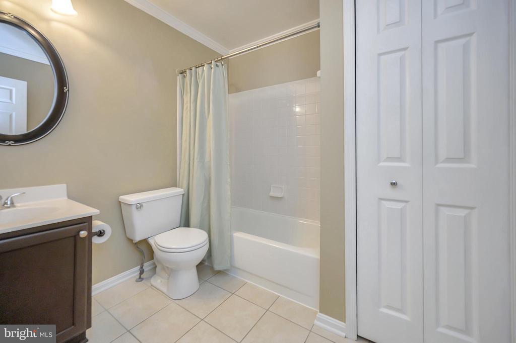 Hallway full bath newly remodeled - 13 THORNBERRY LN, STAFFORD