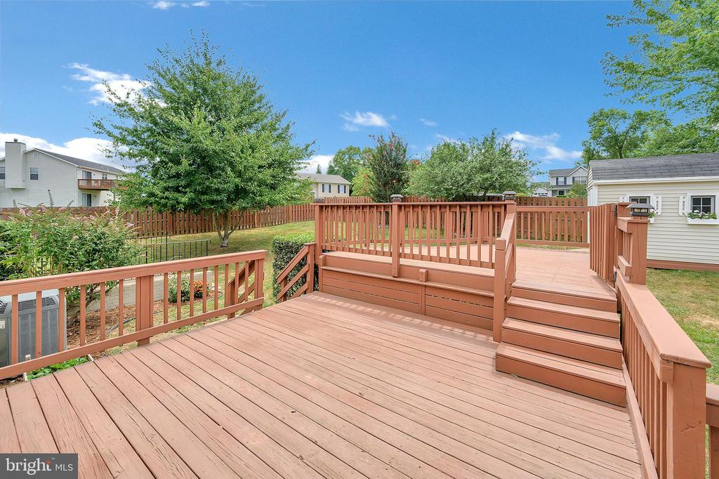 Two level deck with upper area gate - 13 THORNBERRY LN, STAFFORD