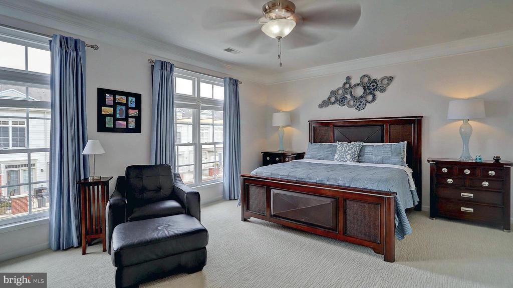 Large master bedoom - 476 HARBOR SIDE ST, WOODBRIDGE