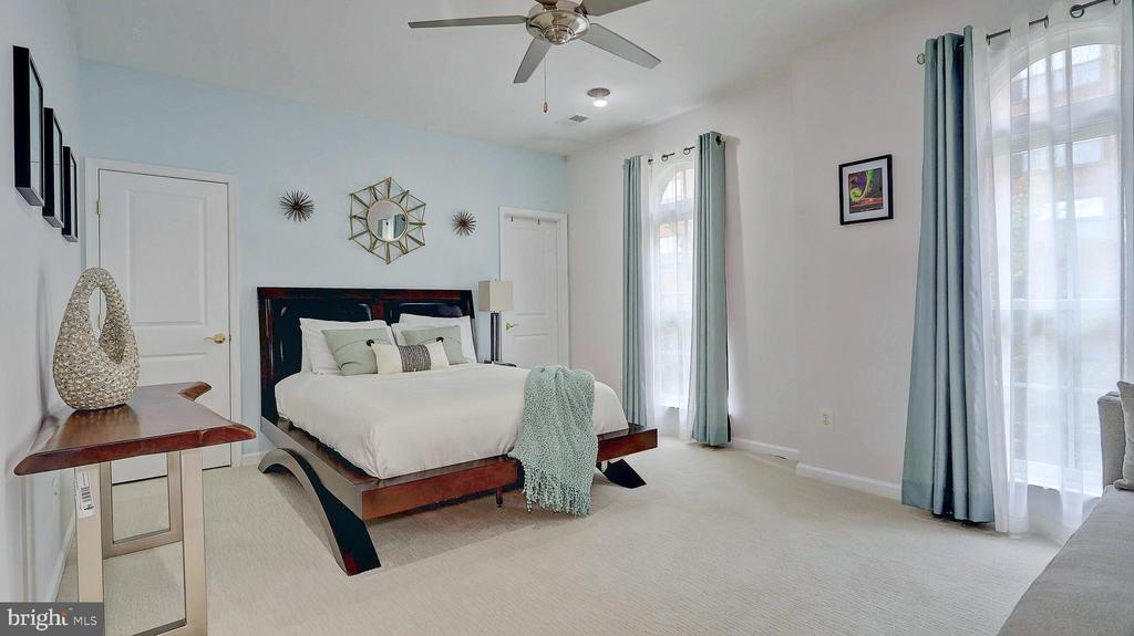 Spacious guest room with ensuite. - 476 HARBOR SIDE ST, WOODBRIDGE