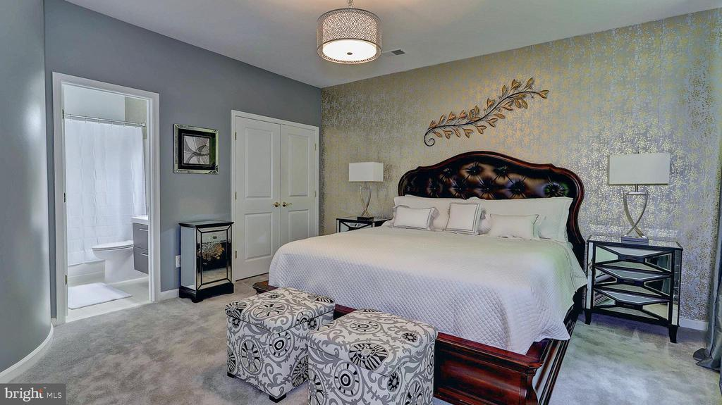 Spacious entry-level bedroom. - 476 HARBOR SIDE ST, WOODBRIDGE