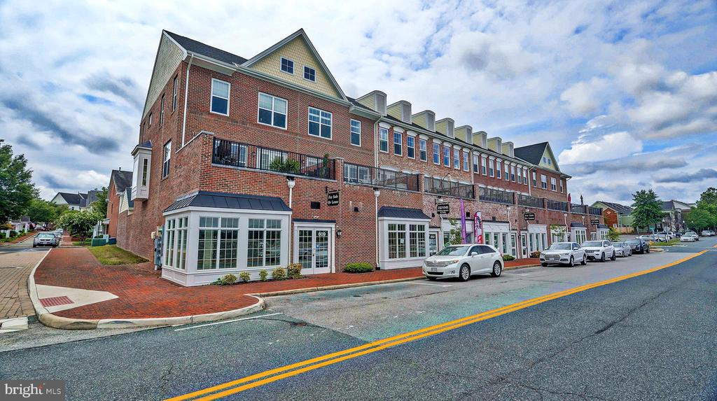 Shops within walking distance. - 476 HARBOR SIDE ST, WOODBRIDGE