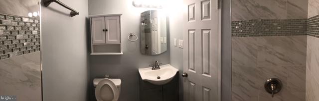 Updated bathroom - 1900 LYTTONSVILLE RD #306, SILVER SPRING
