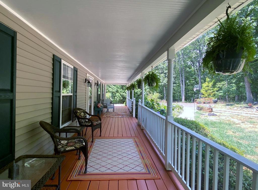 Gorgeous Covered Front Porch - 544 WHITE PINE LN, BOYCE