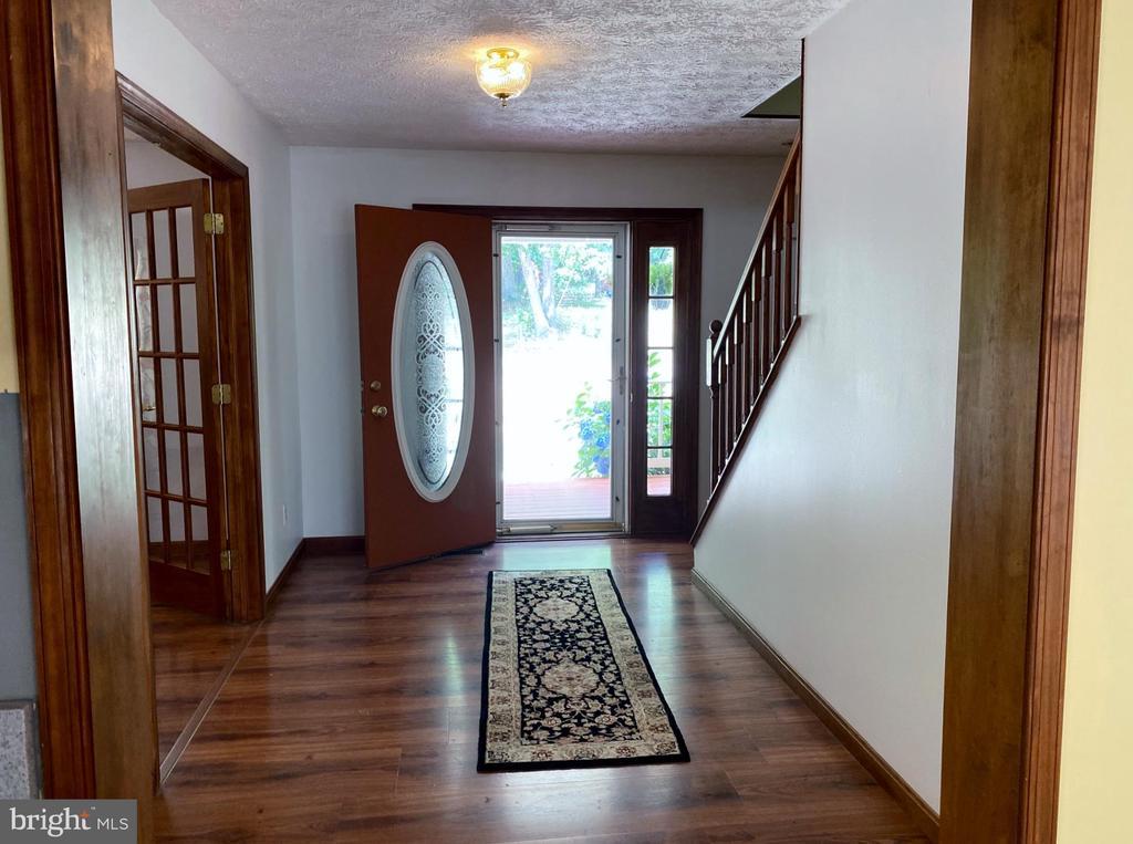 Formal Entry Foyer - 544 WHITE PINE LN, BOYCE