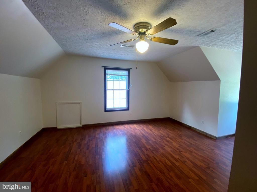 Bedroom#  2 - Upstairs - 544 WHITE PINE LN, BOYCE