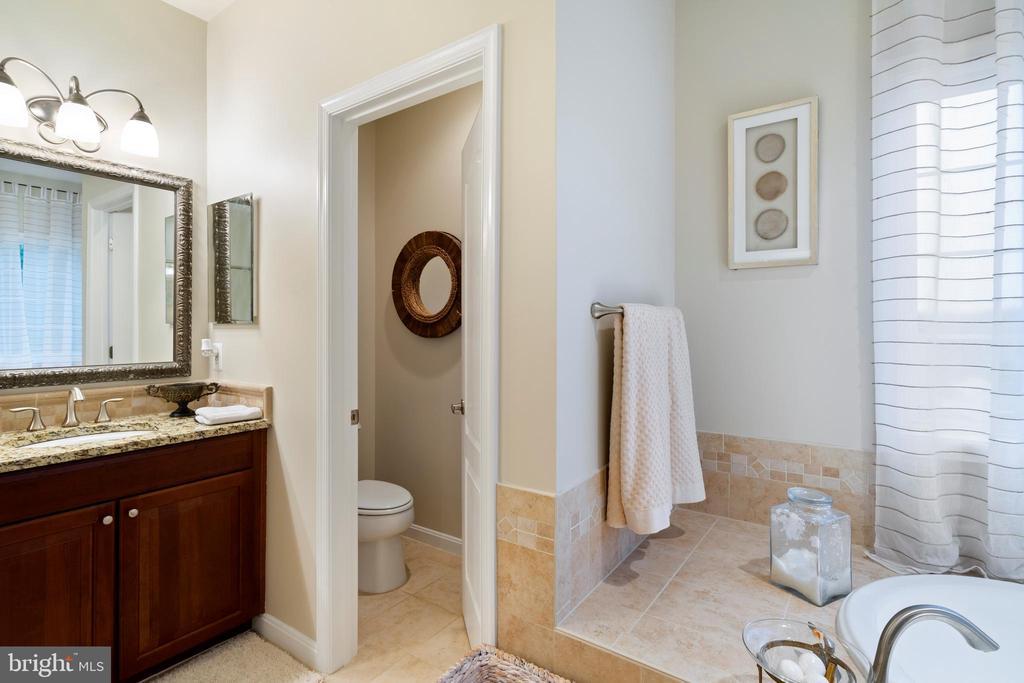 Bathroom with Full Size Bath Tub - 42050 MIDDLEHAM CT, ASHBURN