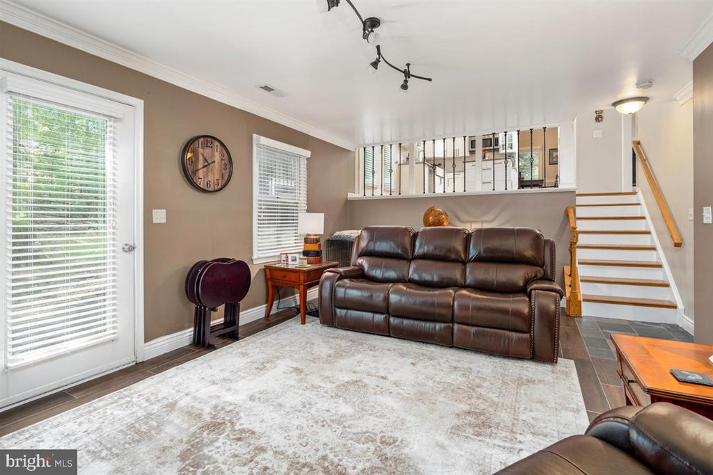 FAMILY ROOM! - 1007 JOHN PAUL JONES DR, STAFFORD