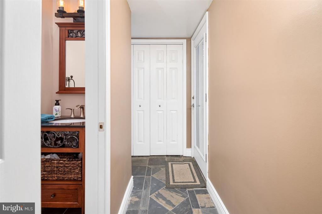 LOWER LEVEL POWDER ROOM - 1007 JOHN PAUL JONES DR, STAFFORD
