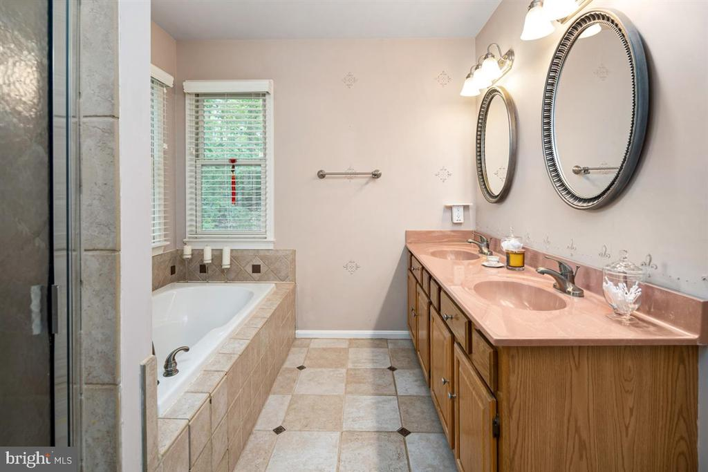 DOUBLE VANITY, SEPARATE TUB AND SHOWER - 1007 JOHN PAUL JONES DR, STAFFORD