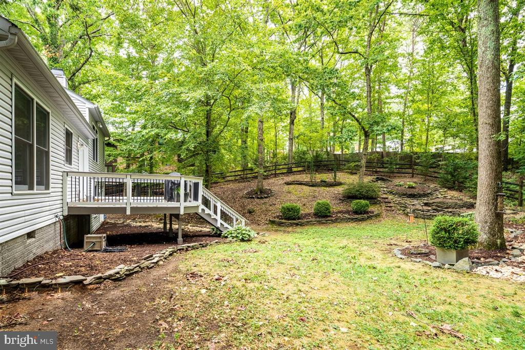 LANDSCAPED AND EASY CARE YARD! - 1007 JOHN PAUL JONES DR, STAFFORD