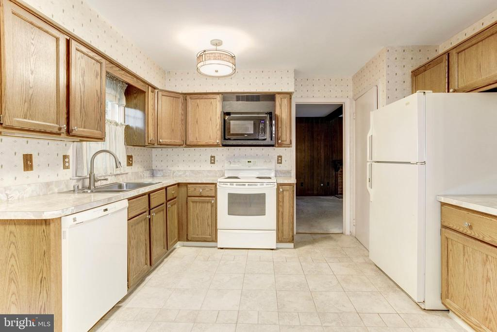 Kitchen - 8843 APPLECROSS LN, SPRINGFIELD