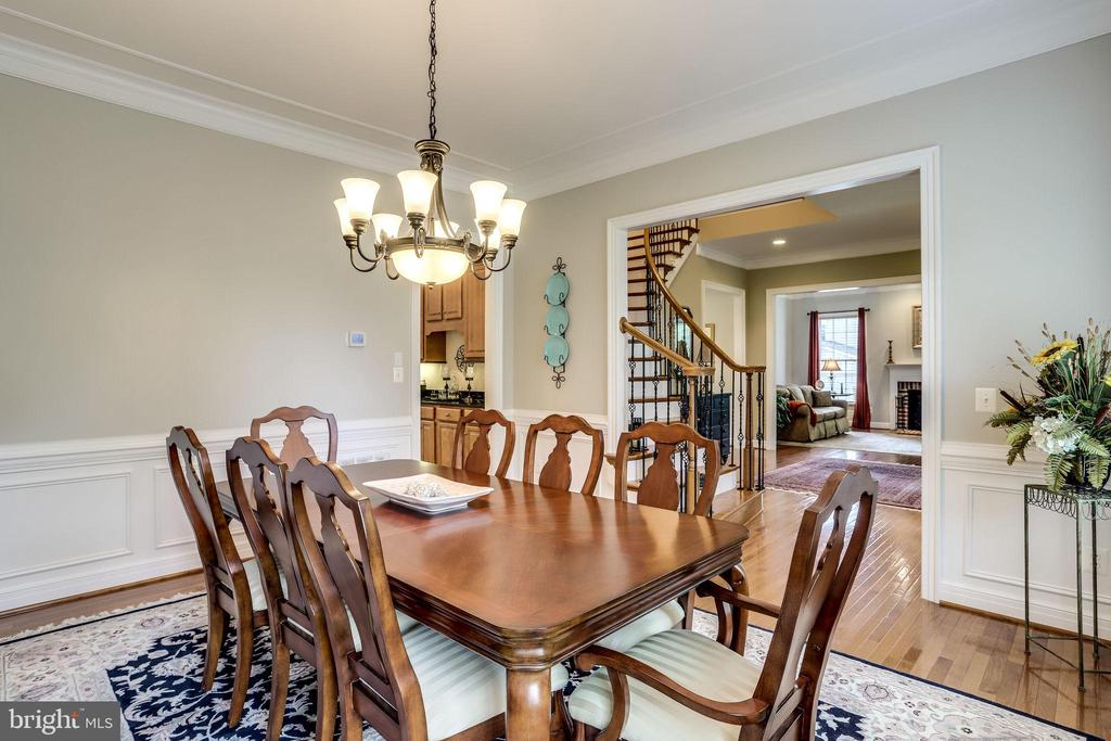 Plenty of room for a 12 person table - 904 LOCUST ST, HERNDON