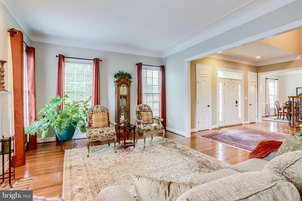 Living and dining room at the front of the house - 904 LOCUST ST, HERNDON