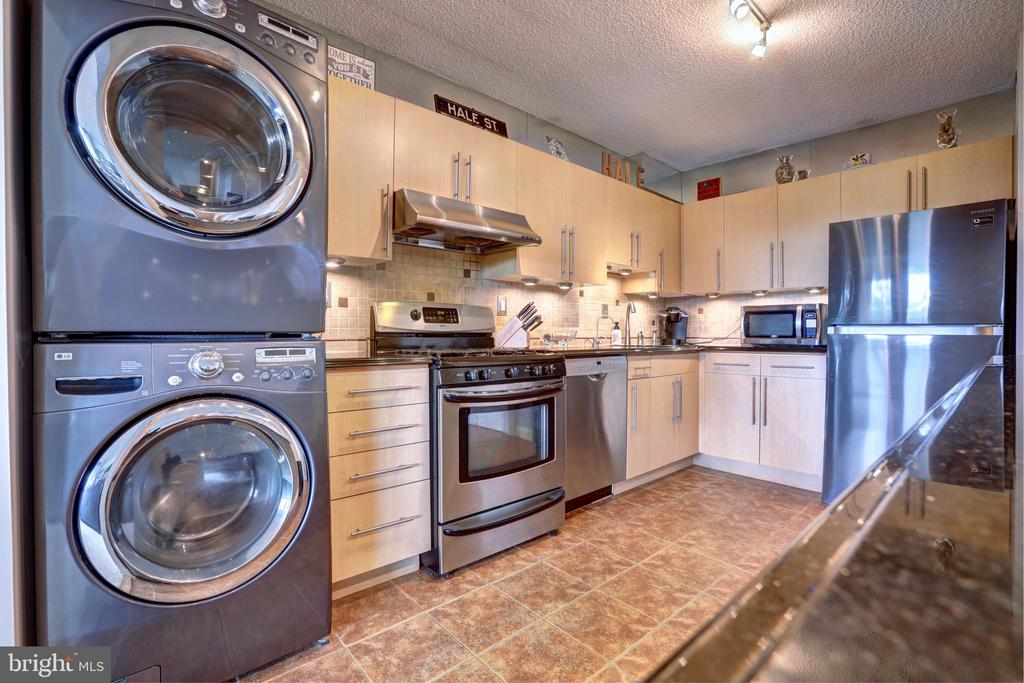Granite counters and updated appliances - 3701 S GEORGE MASON DR #409N, FALLS CHURCH
