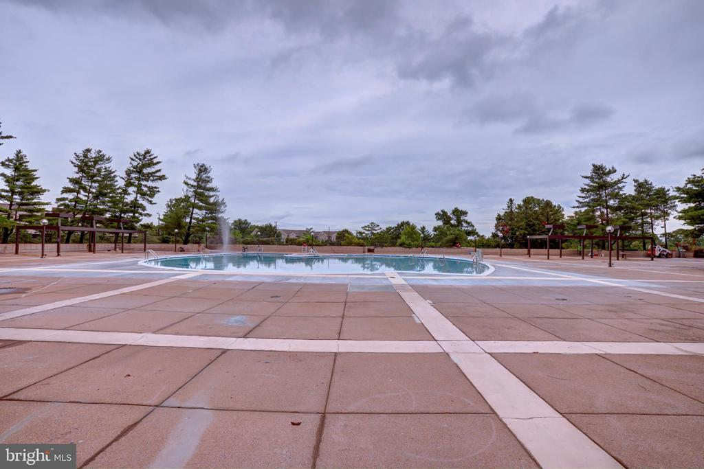 Pool area and party deck - 3701 S GEORGE MASON DR #409N, FALLS CHURCH