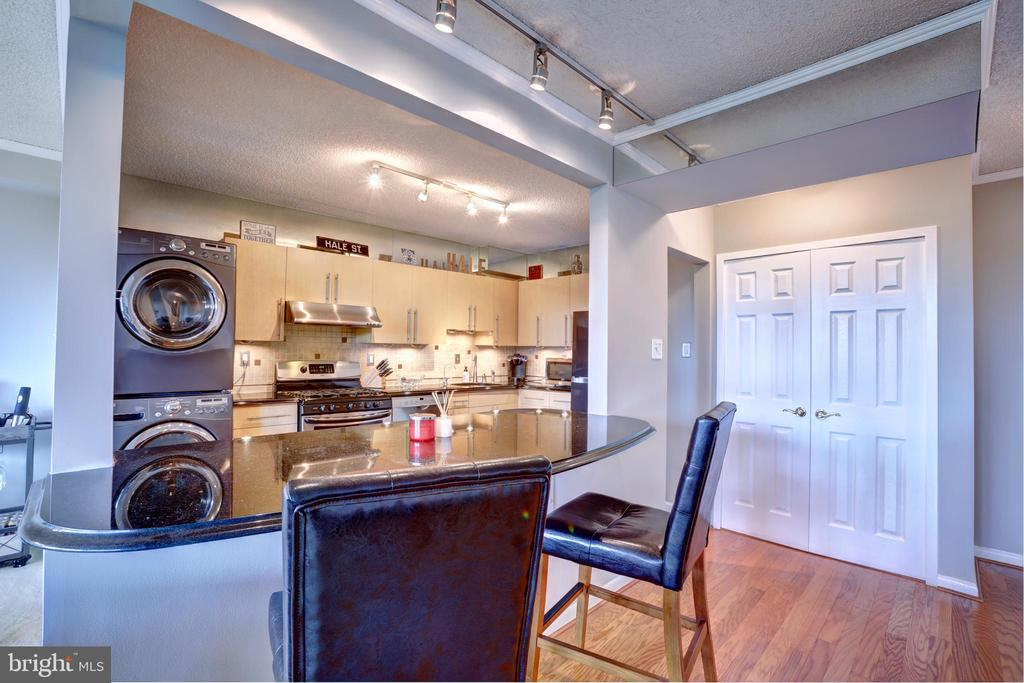 Custom open wall between kitchen and living room - 3701 S GEORGE MASON DR #409N, FALLS CHURCH