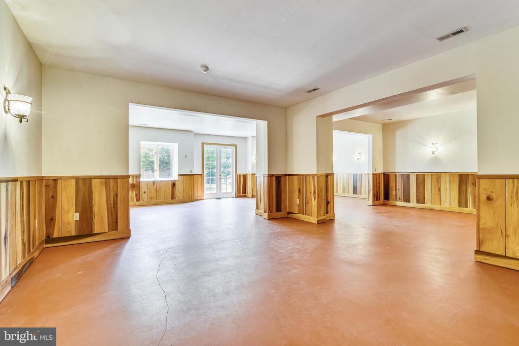 Perfect basement game room with half bath - 69 TWIN POST LN, HUNTLY