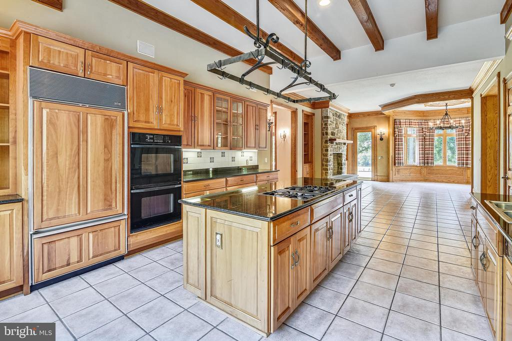 Plenty of room for two chefs! - 69 TWIN POST LN, HUNTLY