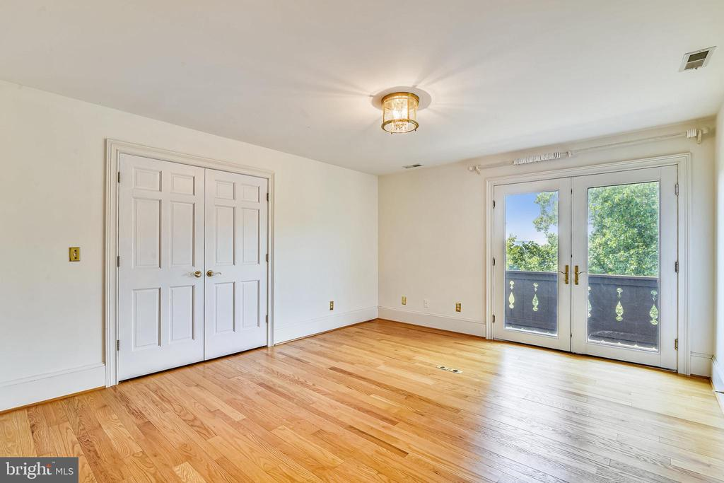 Second bedroom with balcony - 69 TWIN POST LN, HUNTLY