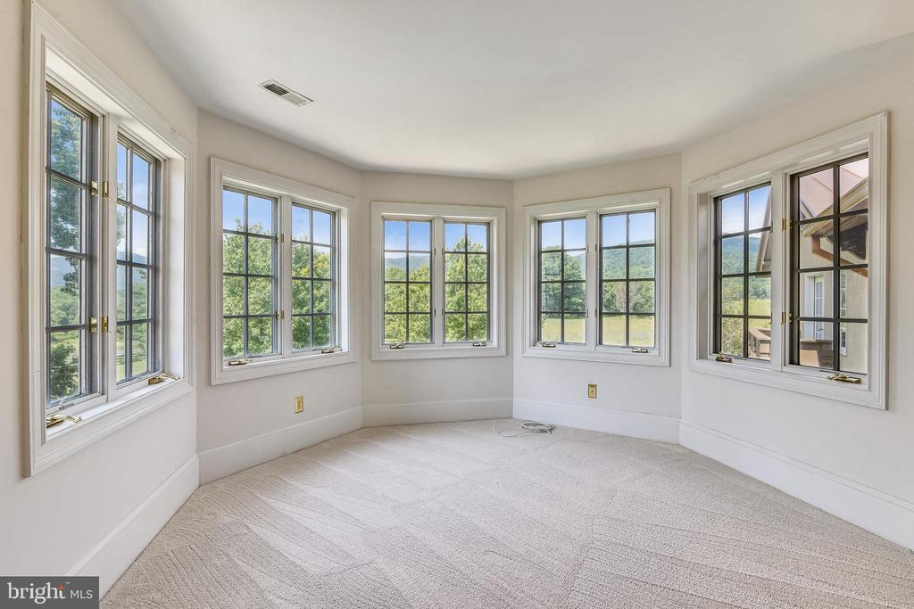 Master suite with fabulous views - 69 TWIN POST LN, HUNTLY