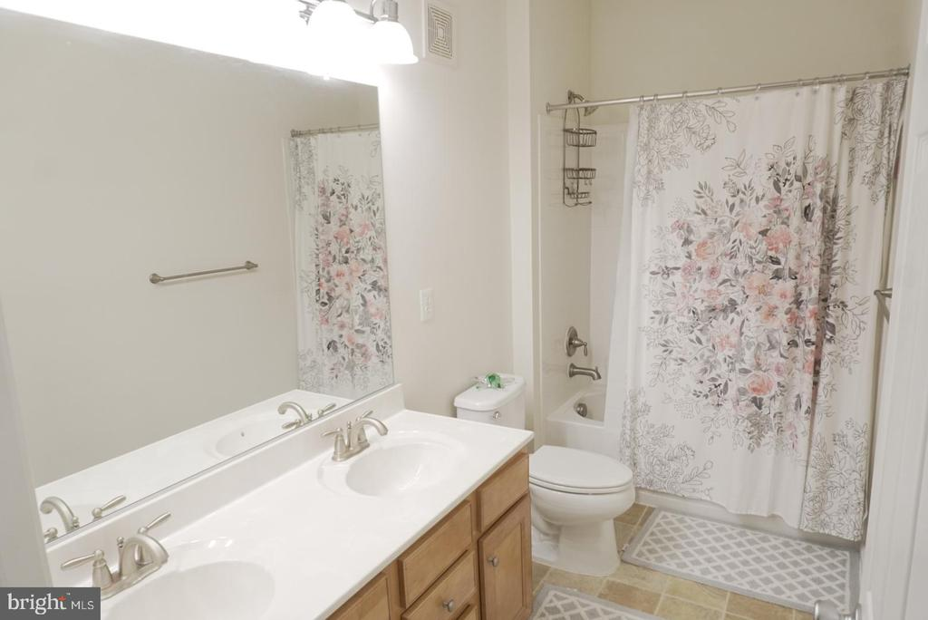 UL Bathroom - 43891 CENTERGATE DR, ASHBURN