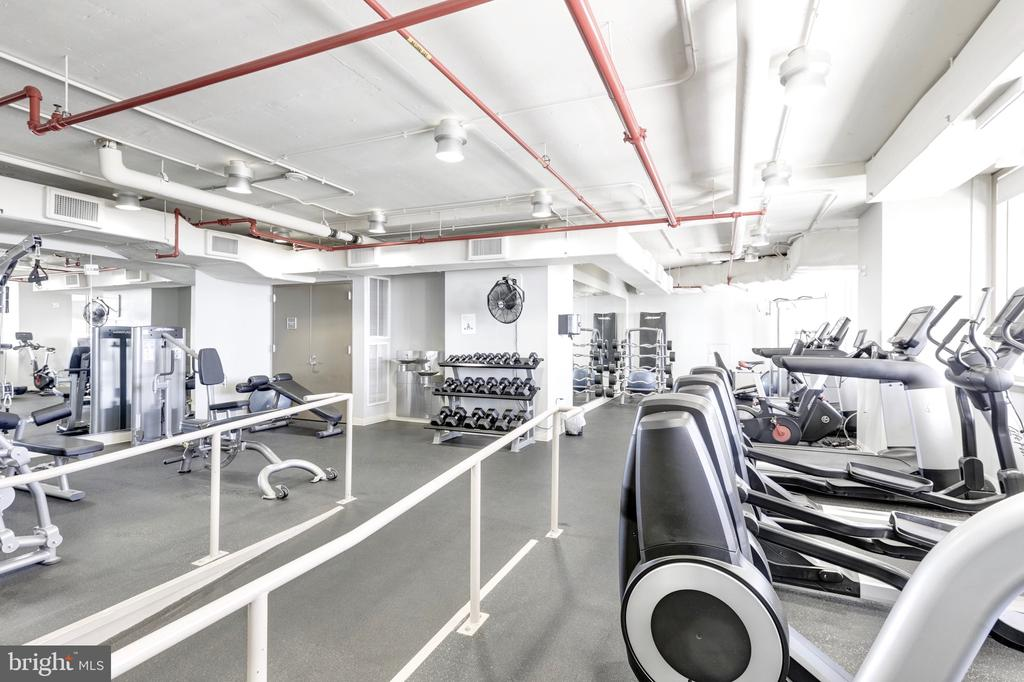 Workout with iconic views of the DC skyline - 888 N QUINCY ST #1506, ARLINGTON