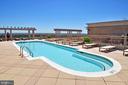 Resort-style rooftop pool open May - September - 888 N QUINCY ST #1506, ARLINGTON