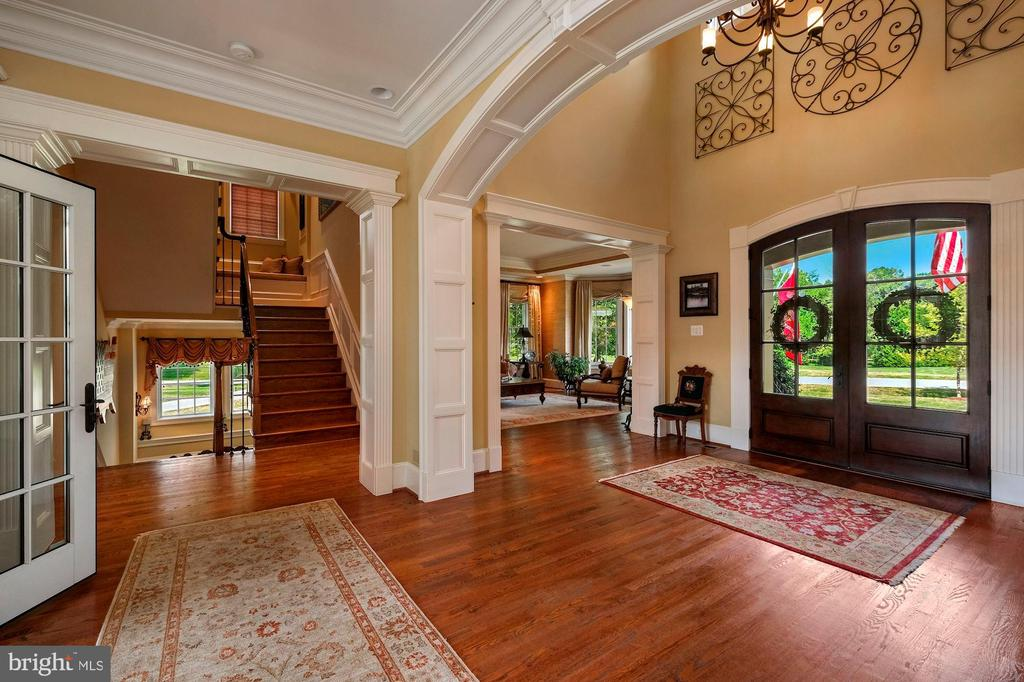 grand foyer just off of main entry doors - 11215 KINSALE CT, ELLICOTT CITY