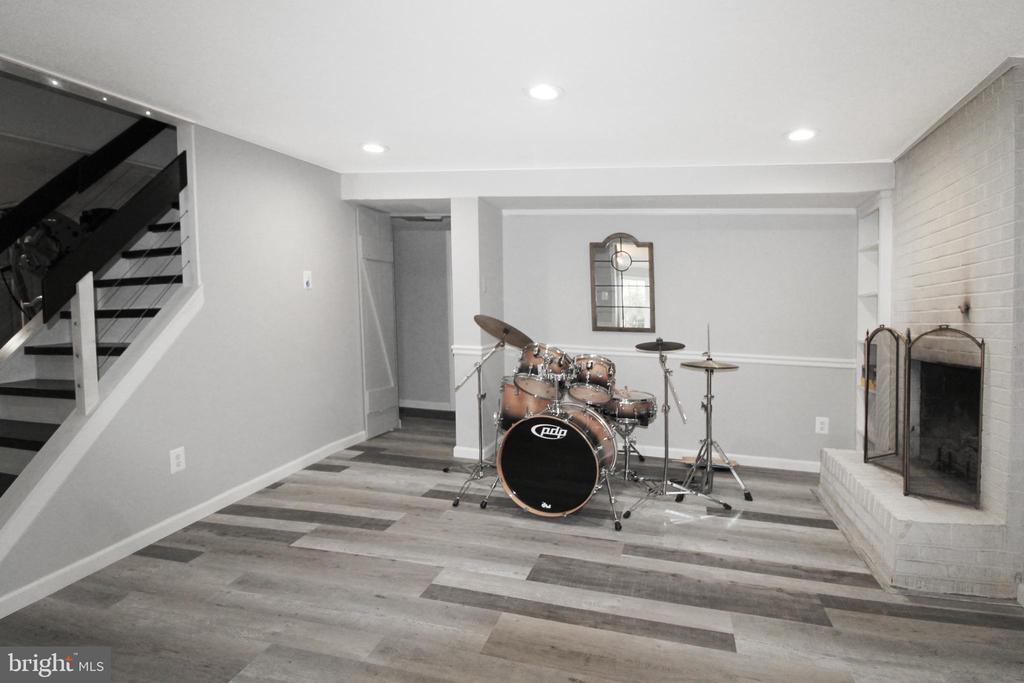 Music room with LED lighting/ gas fireplace - 5678 WATERLOO RD, COLUMBIA