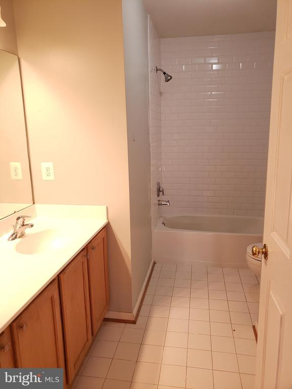 Hall Bath - 208 WHISPERING WOODS PL, GORDONSVILLE