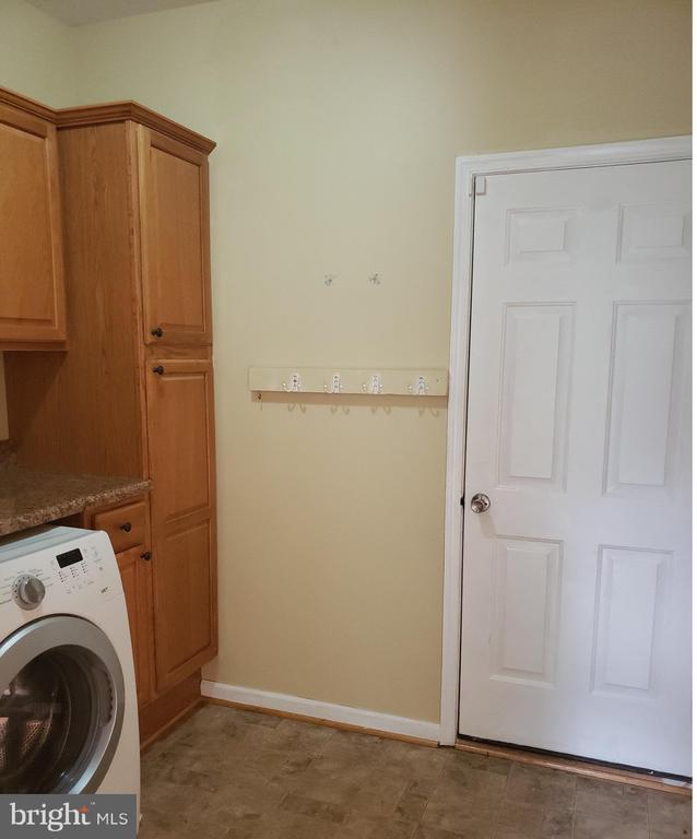 Main Floor Laundry Mud Room - 208 WHISPERING WOODS PL, GORDONSVILLE