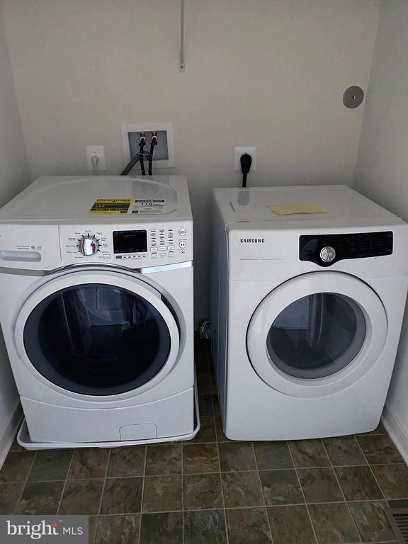 Front-load washer/dryer on upper level - 1429 TRAFALGAR LN, FREDERICK