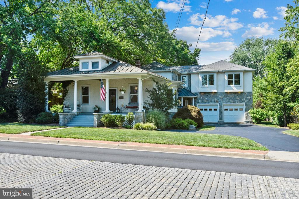 Charming Victorian Home in the heart of Herndon - 840 ELDEN ST, HERNDON
