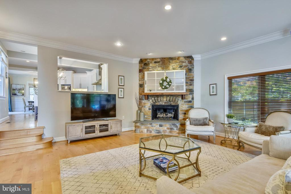 Stone wall with gas fire place~recessed lighting - 840 ELDEN ST, HERNDON