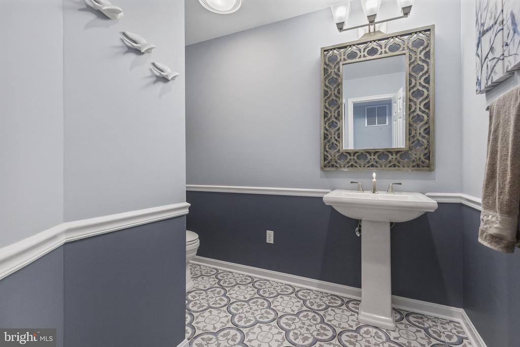Beautiful remodeled powder room - 3580 DEEP LANDING RD, HUNTINGTOWN