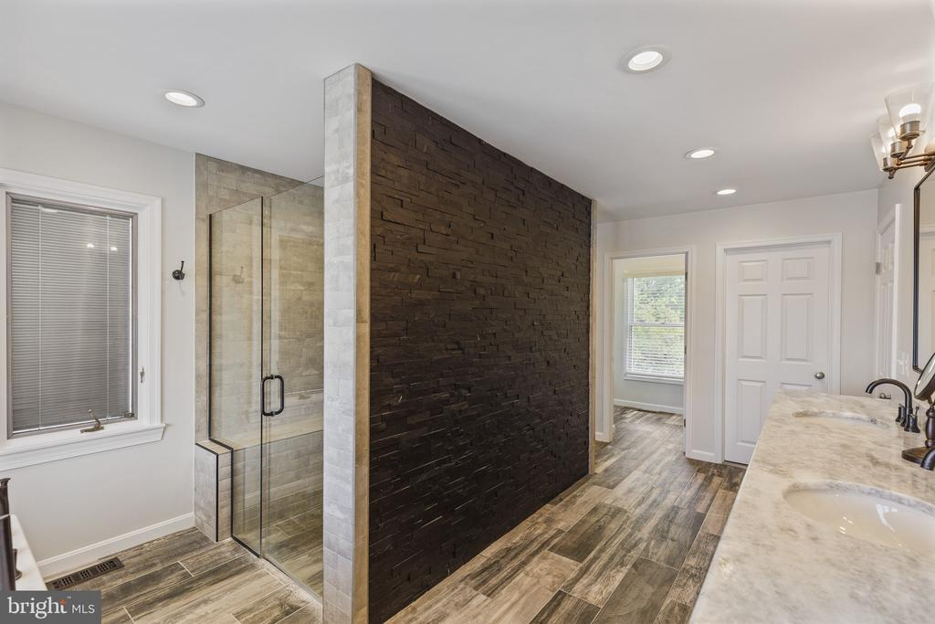 Unique stacked stone shower wall - 3580 DEEP LANDING RD, HUNTINGTOWN