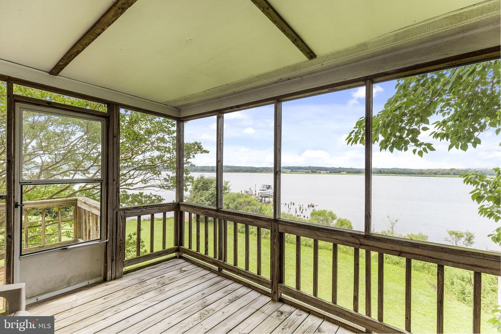 Screened porch in additional  building - 3580 DEEP LANDING RD, HUNTINGTOWN