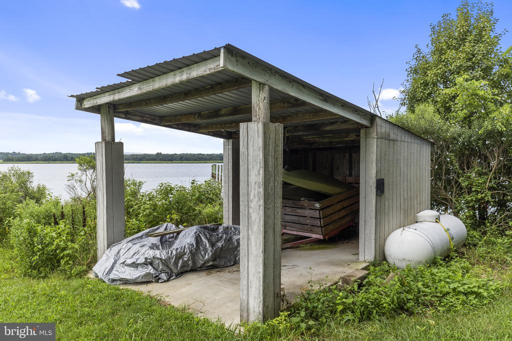 Extra storage right by the waters edge - 3580 DEEP LANDING RD, HUNTINGTOWN