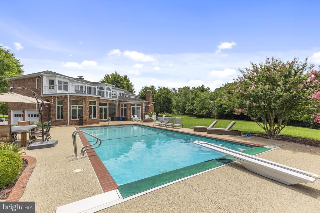 Heated pool and diving board - 3580 DEEP LANDING RD, HUNTINGTOWN