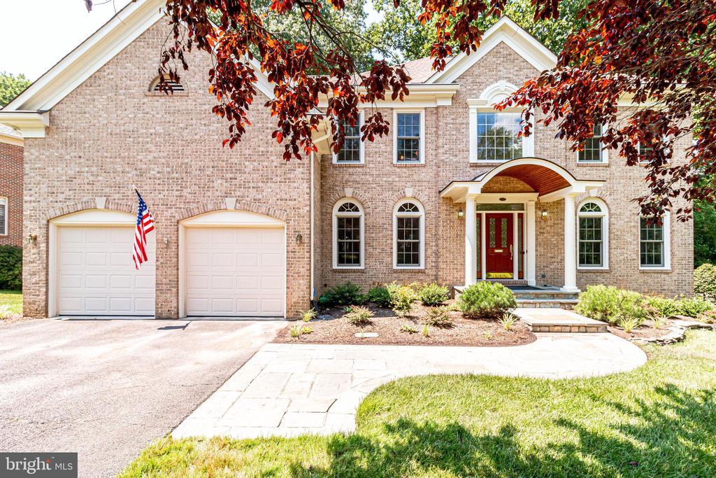 Welcome  to 3720 Spicewood Drive! - 3720 SPICEWOOD DR, ANNANDALE